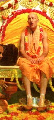 Бхакти Викаша Свами: за поклонение майе